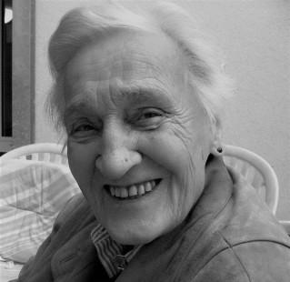 Golda Mane 1910-2003 (Photo 1995)